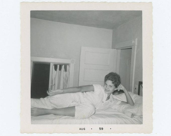 Vintage Photo Snapshot: Girl in Pajamas, 1959 (76586)