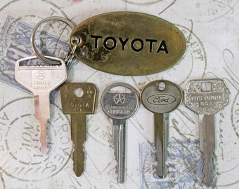 Gentleman Start Your Engines*Vintage Car Keys*Lot of 5 Car Keys with Brass Toyota Key Ring