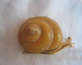 Sweet Vintage ESTEE LAUDER Snail Perfume Compact Gold Trim/Beige Swirl Enamel-Empty