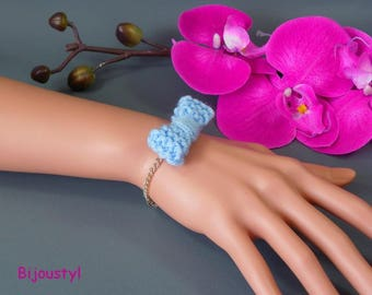 """Fancy bracelet """"knitted"""" wool blue bow light, silver plated chain, magnetic clasp"""