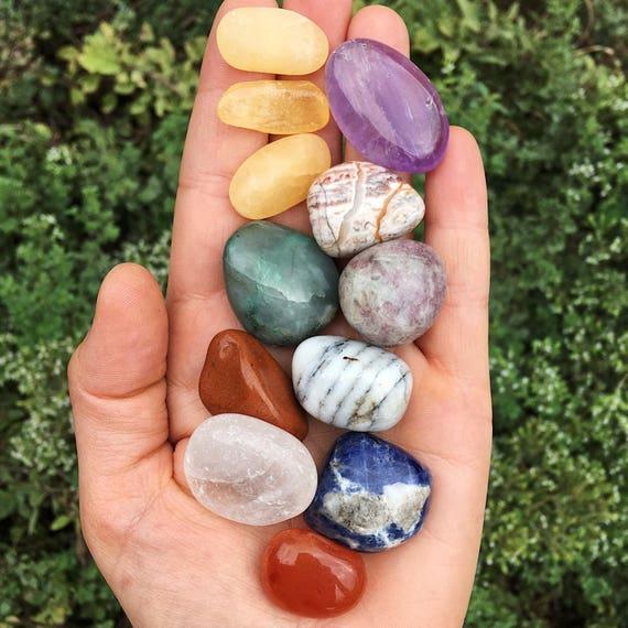 Mixed crystal tumble stone set