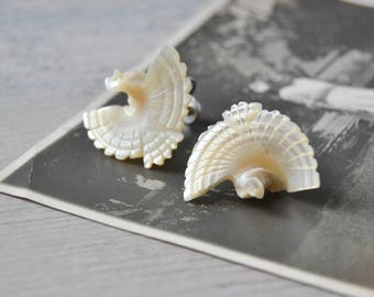 Vintage Carved Shell Bird Earrings - Mother of Pearl Screw Back Post Jewelry