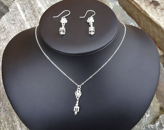 The Growler Pendant and Earrings