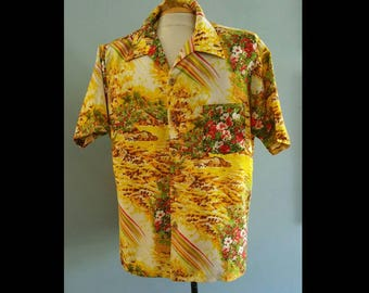 Mens 1970s hawaiian shirt.
