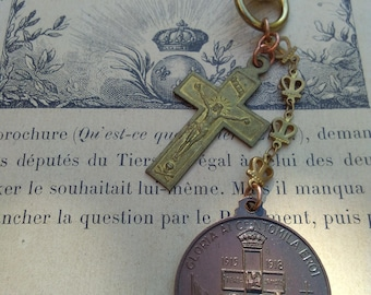 French antique  cross solid bronze crucifix  unisex man gift WWI 1915-1918 souvenir religious medal gold bronze key ring vintage crown chain