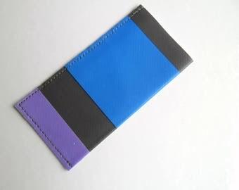 Etui à pilules ou pilulier rayé  violet et bleu