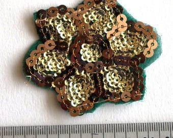 Applique embroidered sequin Sari flower green 6 cm x 5 cm