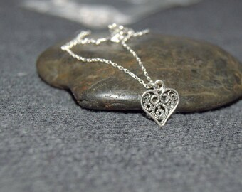 silver small heart necklace, sterling silver dainty necklace, everyday dainty jewelry, filigree heart necklace, tiny heart, love necklace