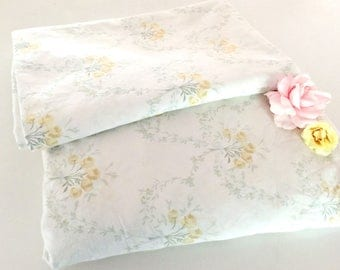 Simply Shabby Chic Vintage Sheet Set, Full Flat & Fitted Sheet, Double Sheet Set, Country Flowers Bedding, White, Yellow Flowers