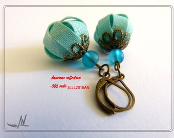Nice pair of earrings textile turquoise print white