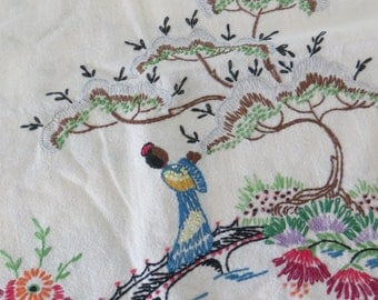 Vintage Embroidered Runner Geisha