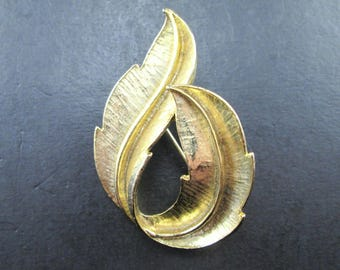 Vintage Gerry's Gold Tn Leaf Brooch Pin Signed