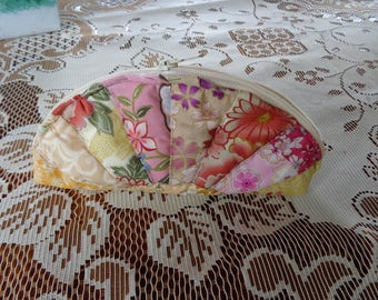 oroginale pouch made with Japanese fabric scraps
