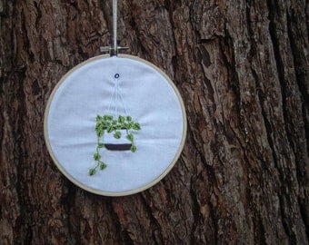 Hanging devils ivy embroidery wall art 6 in / Pothos embroidery hoop art / houseplant embroidery