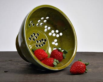 ceramic colander, Pottery colanders, Pottery Strainers,Pottery Berry Bowls