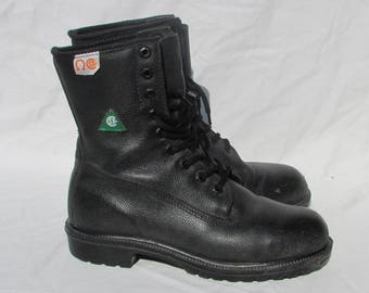 Vintage Mens Size 5 Black Leather Work Boots, Hard Toe Boots, Combat Boots , Army Boots, Safety Approved, Made in Canada