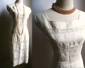 Original 1950s Ecru Linen & tatted Lace WiGGLe Sheath DreSS, metal zipper, 38-33-41 sz 8 50s beige off white summer linen cotton dress