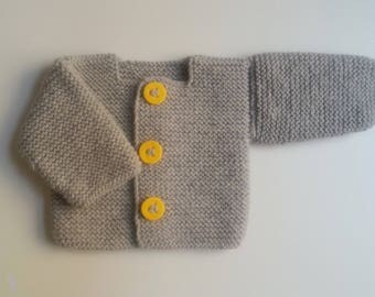 Jacket vest woolen baby intoxicates(tints) hand-made knitting(sweater) with yellow buttons