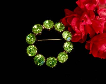 Vintage peridot glass brooch pin vintage fashion accessory 1960's