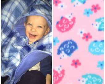 Car seat poncho, toddler poncho, fleece poncho, girl poncho, hedgehogs, baby poncho, carseat poncho, toddler car seat poncho