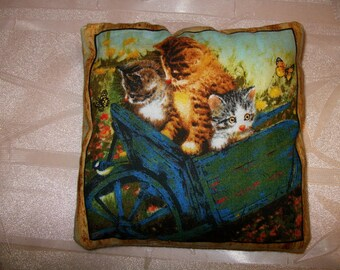 Small cushion pattern kittens N:1.13 x 13 cm