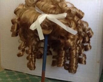 Wonderful Honey Blonde Ringlet Wig