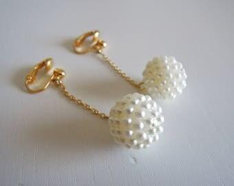 Orecchini vintage anni '70 firmati AVON pendenti di perline con clip.