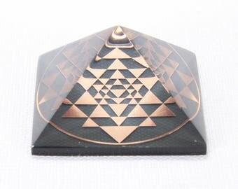 SRI YANTRA Orgone Pyramid Reiki Therapy Orgonite Pyramid Feng Shui Decor Chakra Art Crystal Pyramid Orgone Generator