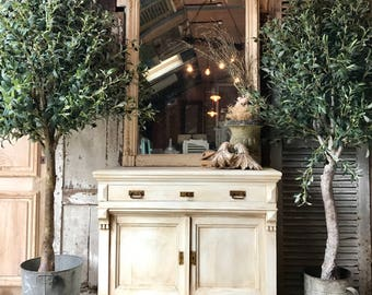 Lovely, rustic vintage French cabinet / cupboard