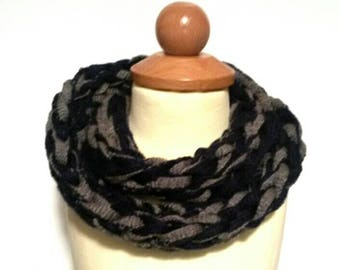 Finger knitting infinity scarf for toddlers 1-3 yrs