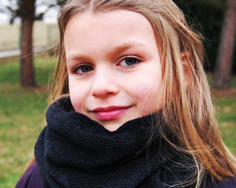 "child fleece blanket ""Black licorice"" snood"