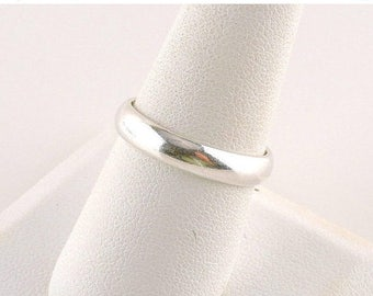 33% Off Christmas in July Size 8.5 Sterling Silver Band Ring