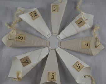 Calendrier05 - Calendrier de l'avent camaieu de beiges en papier