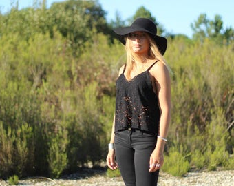 Cropped tank top in black lace , last one