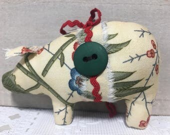 animal ornaments - Christmas ornaments - red and green - tree ornaments - pig decor - farmhouse - shabby cottage - Christmas decorations