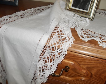Victorian home decor, white linen with old lace, made with shuttles -56 / 13.6 in 1920