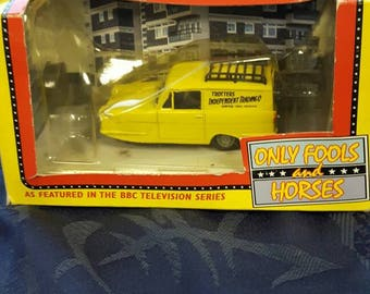 Lledo vintage only fools and horses Reliant van ,del boys Reliant Regal supervan 1980sTrotters independant Trading.