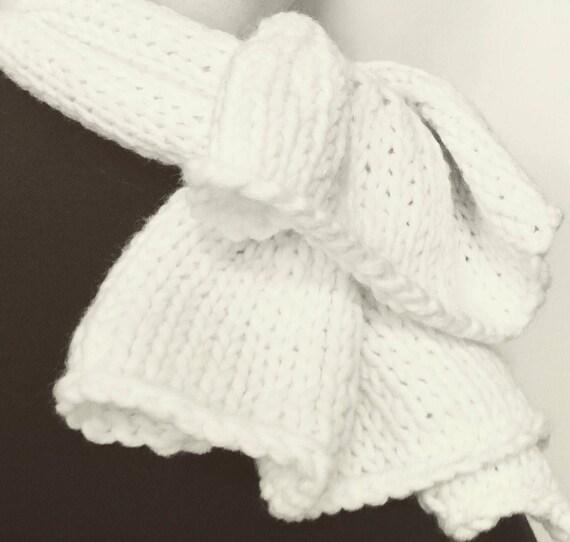 Short white scarf