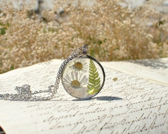 TERRARIUM necklace, daisy and fern pendant, wildflower necklace, terrarium jewelry, plant jewelry, vegan jewelry, pressed flower