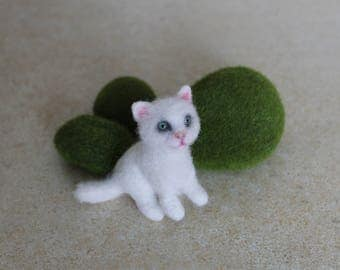 white cat lover gift birthday sculpture Needle felted black animal toys kitten dolls and miniatures figurines gift for her sister Mom girls