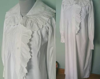 Victorian nightgown antique cotton nightgown frilly oversized collar amazing condition Small medium size long length long sleeves vintage