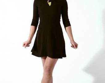 Sleeves 3/4 and knotted on the collar, skater dress