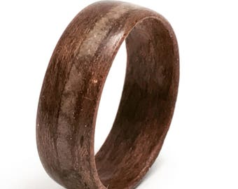 Bentwood Walnut Ring with Quartz Inlay from Eastern Township / Wood wedding Band / Gift for Men and Women / 5 years anniversary / Wood ring