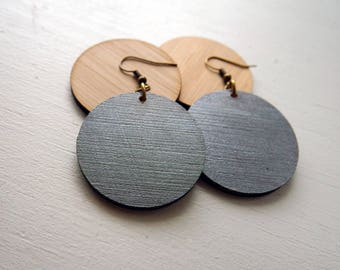 Metallic Pewter Bamboo Lightweight Circle earrings / Wood Disc earring / inspired by Joanna Gaines fixer upper / sustainable bamboo wood
