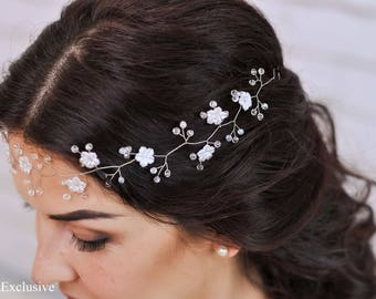 Wedding flower crown Flower tiara Wedding flower headband Bridal flower crown Bridal floral tiara White flower crown Wedding flower halo