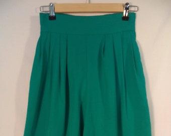 High waist 80s baggy shorts// Wide leg pleated aqua kitsch Bermuda skorts// Vintage Bedford Fair USA made// Women's medium 6 8