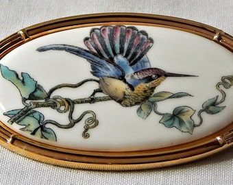 Wedgwood Made in England Porcelain Hummingbird cameo brooch 22ct Gold Plated Setting Oval Vintage Beautiful gift for her