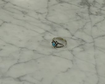 Sterling Silver / Turquoise Ring ( size 6 )