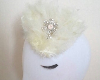 Bridal sweetheart gift feather and veil fascinator