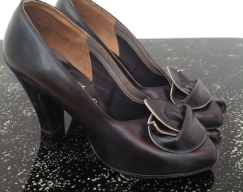 Stylish 1940s shoes black and gold leather vintage